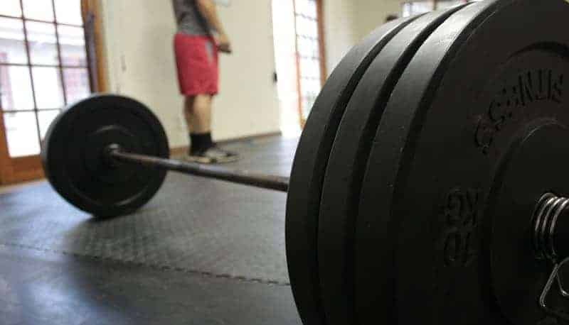 7 habits for safely training alone without a spotter