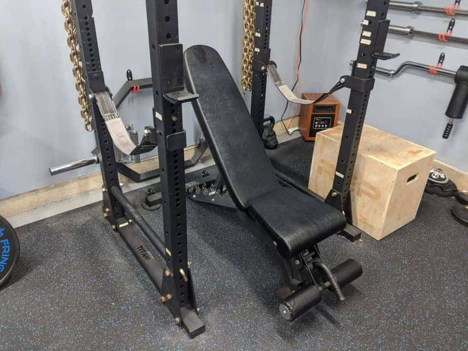 weight bench in rack